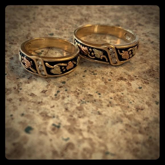 650d0431994f0 Black hills gold antiqued wedding bands set rings